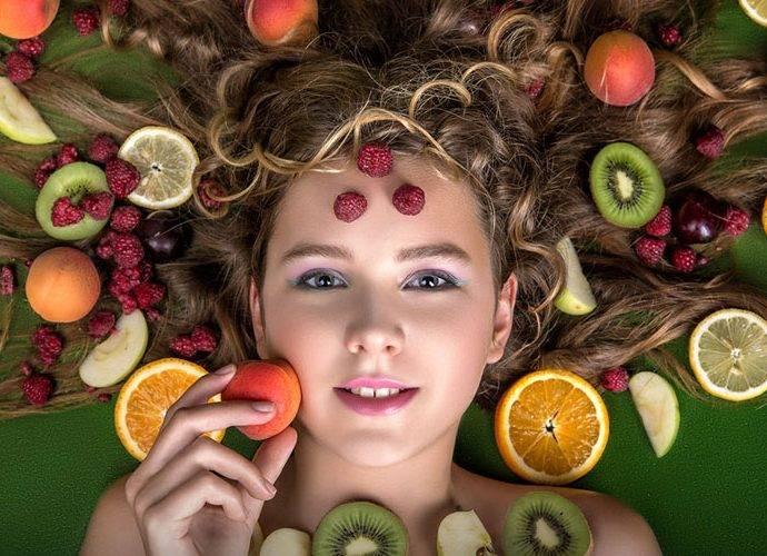 Alimenti e nutrienti che aiutano la Crescita dei Capelli
